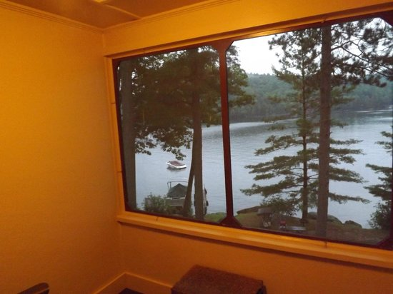Boulders Motel & Cottages: Looking out