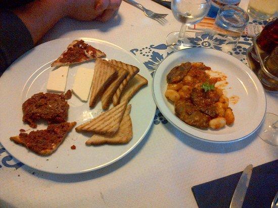 Ristorante La Darsena : Crostini con burro e tartara - Gnocchi con sugo d'anatra