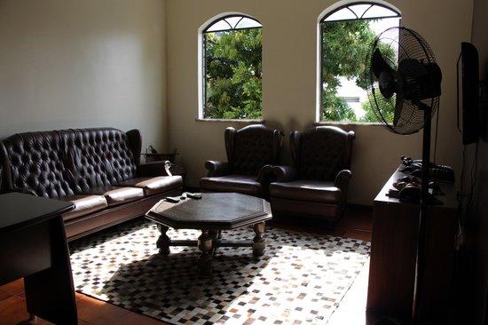 Chez les Rois: Common Room