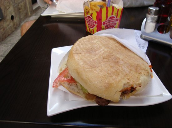 Presa: Big cevapi sandwich!
