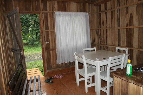 Cabinas la Catarata: Dinning Area