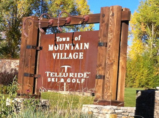 Bear Creek Lodge: Mountain Village Sign