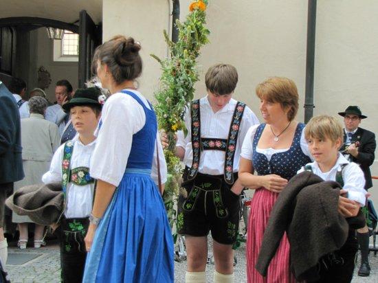 Oberammergau Church: uscita dalla messa