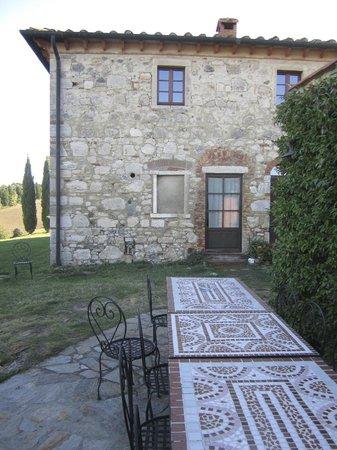 Villa Le Ginepraie: Entrance closest to Parking area, Alabastor suite entrance