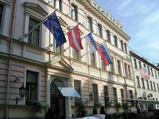 Grand Palace Hotel: Fachada del Hotel