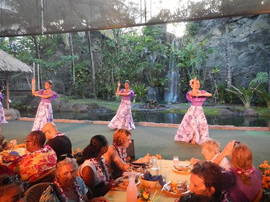 Polynesian Cultural Center: DONT skip the luau!
