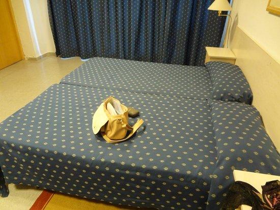 Santa Cristina Hotel: Номер А1. Кровать для муравьев