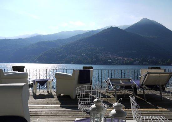 Relais Villa Nina: Lakeside terrace/garden