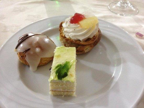 Golf Residence Hotel: Little cakes yum yum !