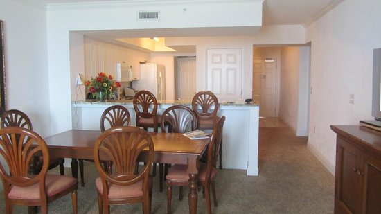 Wyndham Vacation Resorts Panama City Beach: dining room, kitchen & front door