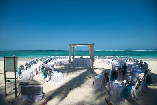Diani Reef Beach Resort & Spa: Ceremony Setup on the beach