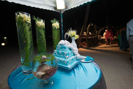 Diani Reef Beach Resort & Spa: Cake made & decor done by the hotel...Yum!