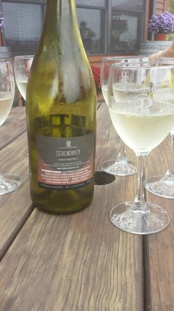 Robibero Family Vineyards: Serendipity - dry white