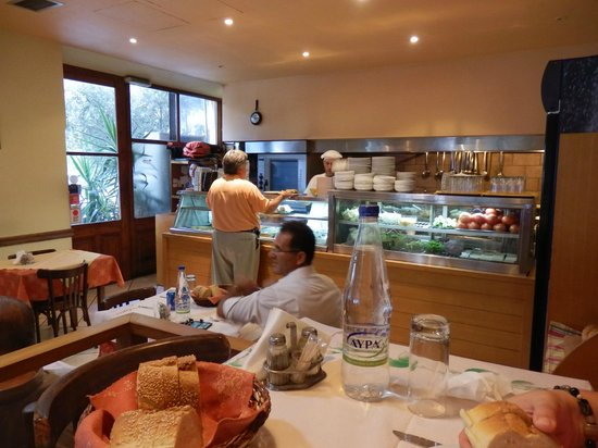 John's Private Taxi Day Tours in Athens : Pende Phi restaurant - a fantastic lunch!