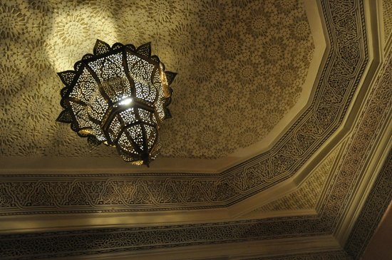 RIAD ELYTIS : Even ceilings and walls are elaborate and elegant