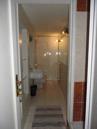 Bed & Breakfast A Roma Termini : bagno pulito