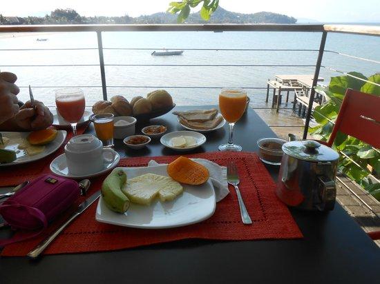 L'Heure Bleue: Petit déjeuner