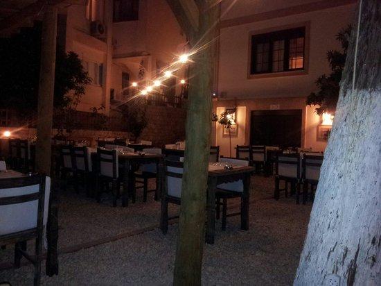 Zaika Ocakbasi: Beautiful courtyard
