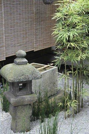 Zuihoin Garden : Fountain in one of the gardens