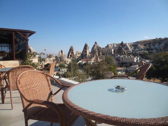 Kayatas Hotel: Terraza donde se puede desayunar