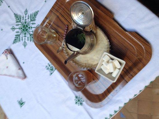 Riad Al Ralia : Le thé servi par Mounir