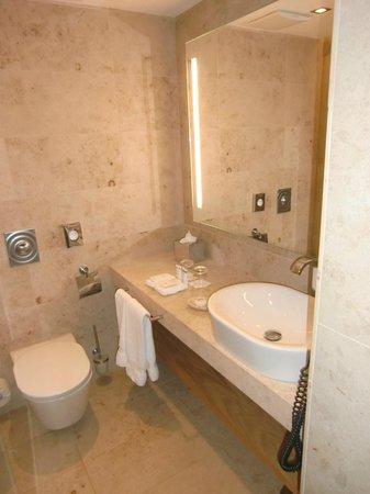 Waldhotel Stuttgart: Badezimmer; innenliegend