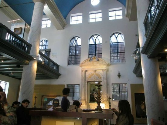 Musée historique juif : one of the three synagogues that makes up the museum