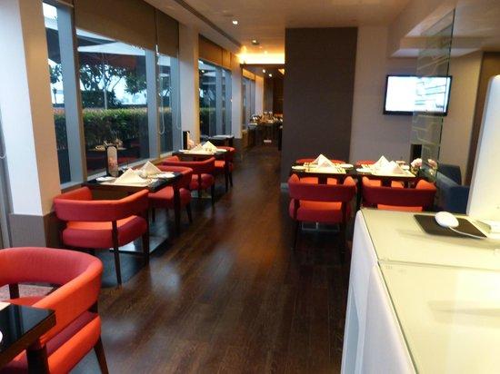 Novotel Bangkok Ploenchit Sukhumvit : Business Lounge breakfast