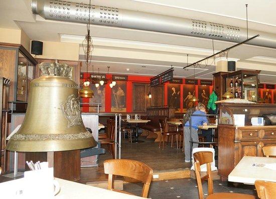 Watzke Brauereiausschank am Goldenen Reiter: Интерьер ресторана