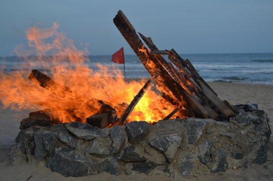 Bojo Beach: fire pit - Fire Pit - Picture Of Bojo Beach, Accra - TripAdvisor