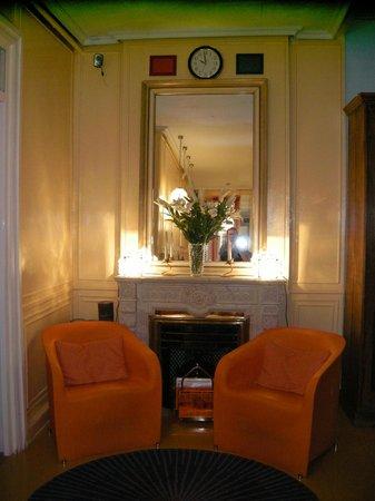 Hostal La Fontana: Hall