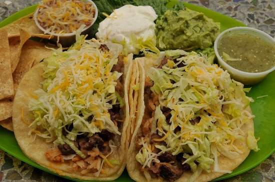 Dos Palmas Bakery and Grill: two tinga tacos!!!