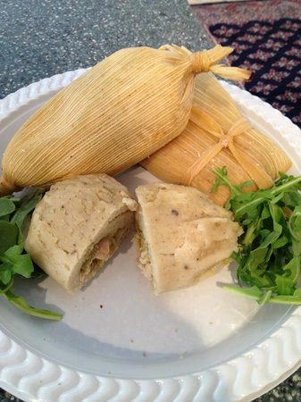 Dos Palmas Bakery and Grill: tamales