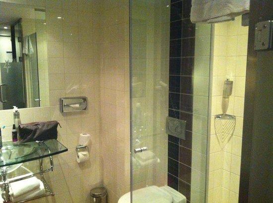 WestCord City Centre Hotel Amsterdam: il bagno all'interno