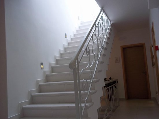 Boutique Hotel Glaros : Stairs leading to the top floor