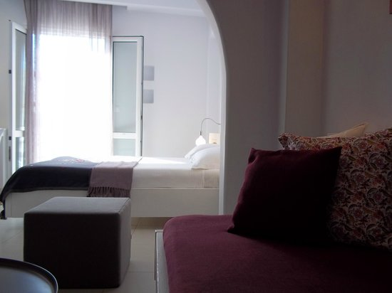Boutique Hotel Glaros: Living room and bedroom