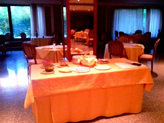 BEST WESTERN Hotel Fiuggi Terme Resort & SPA : breakfast_ham_table