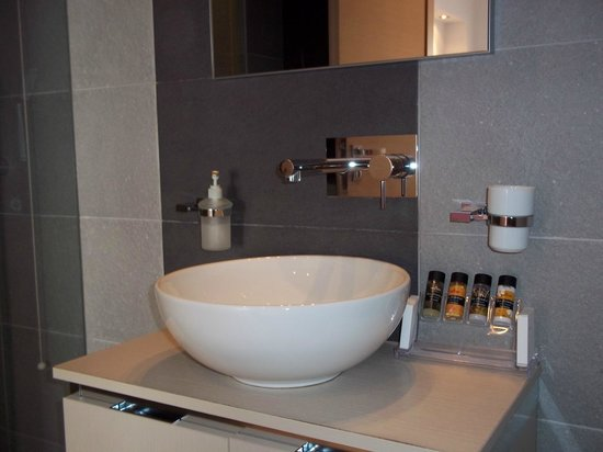 Boutique Hotel Glaros: Bathroom with cool toilettries