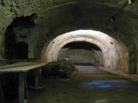 Fort de Bellegarde : La salle des cinq fours à pain