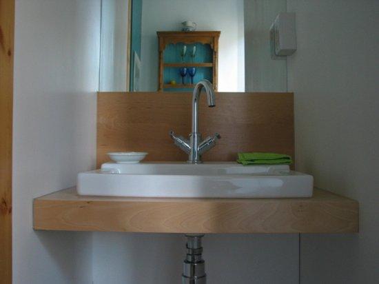Summerhill B&B: Private Bathroom