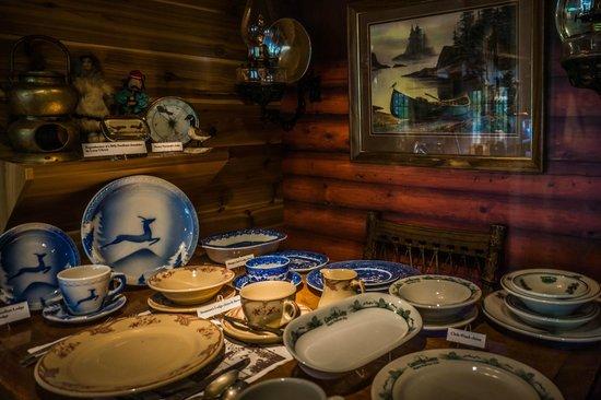 Chik-Wauk Museum and Nature Center : vintage resort dinnerware exhibit