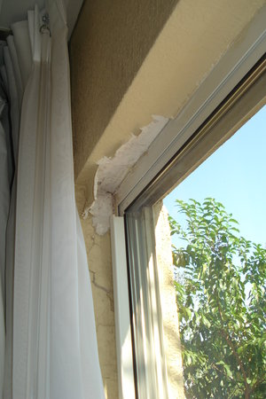 Holiday Inn Express N. Myrtle Beach-Little River: Peeling paint