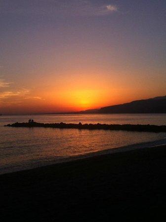 Tryp Indalo Almeria: Atardecer en la playa... a 45 min del hotel