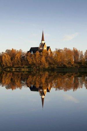 Davvi Arctic Lodge : September brings the beautiful colours of Ruska