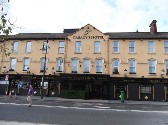 Treacys Hotel Waterford: lovely frontage!
