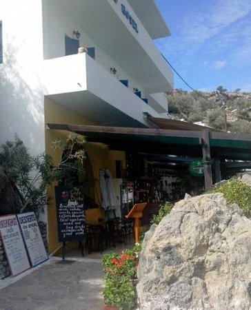 Sifis Hotel & Cafe Bistro: loutro hotel side view