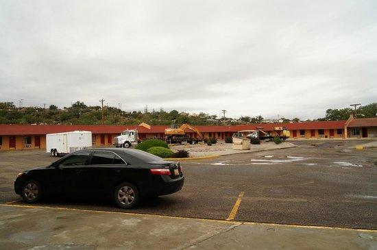El Capitan Motel: nearly empty parking