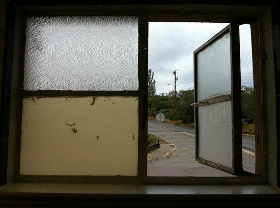 El Capitan Motel: What a window!