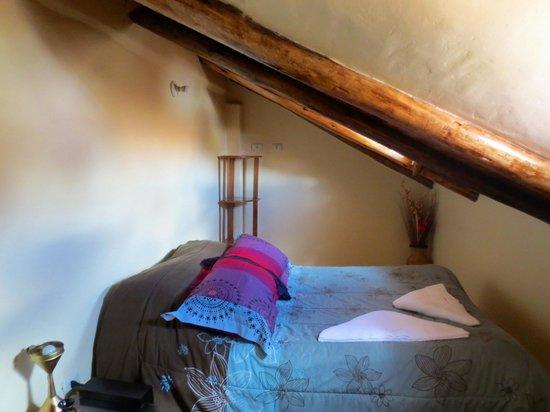Hotel Casona les Pleiades: Room 8 - upper bedroom