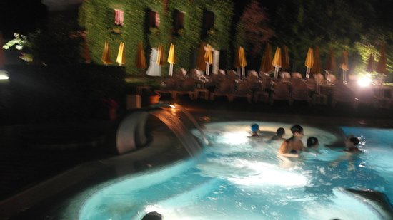 Hotel Terme Preistoriche: Night pool available